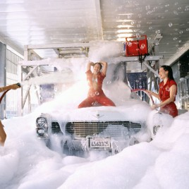 sexy_girls_washing_car.jpg